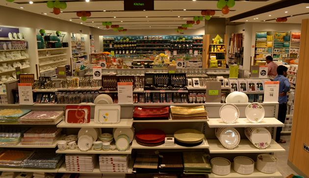 Concept Rooms Displaying The Latest Trends In Home Décor And The Extensive  Furniture U0026 Furnishing Range Of Home Centre Assist The Shoppers In  Visualizing ...