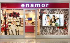 Enamor's window romances with red & black