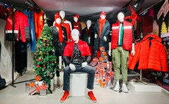 V-Mart reflects happiness with its  window designs at rock-bottom cost