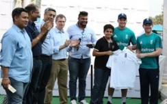 HyperCITY hosts net session with English Cricket-icons