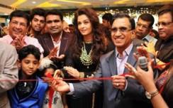 Kalyan Jewellers opens 3 exclusive stores in Delhi