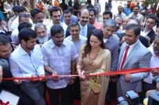 Malabar Gold & Diamonds unveil their first store in Mumbai