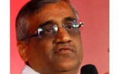 Biyani plans small stores to sell mobile phones