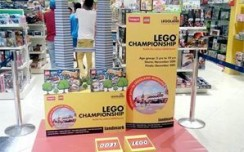 LEGO woos kids with Twin Tower in-store installation